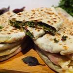 armyanskij-hleb-s-zelenyu-zhengyalov-hats-armenian-bread-with-herbs-1300x1300